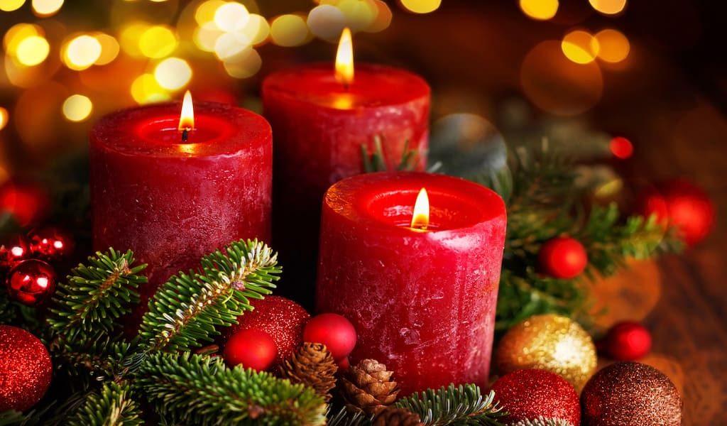 ความหมาย เทียนและพวงมาลัยวันคริสมาสต์