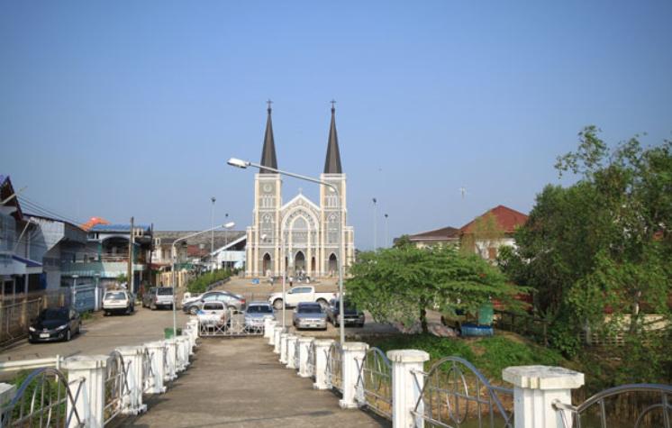 โบสถ์คริสต์ อาสนวิหารพระนางมารีอาปฏิสนธินิรมล จันทบุรี
